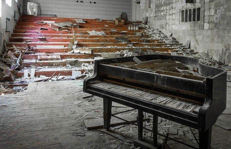 Рояль в старом здании