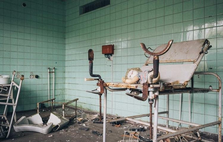 Разрушенная поликлиника Припяти