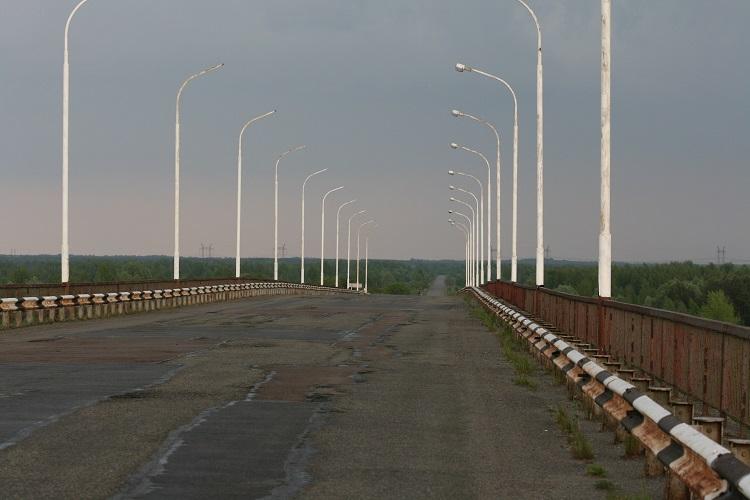 Пустующая дорога в Чернобыле