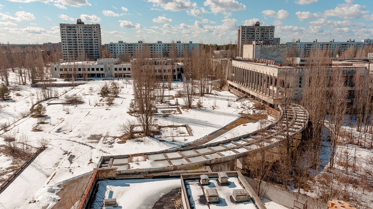 Площадь рядом с Дворцом культуры