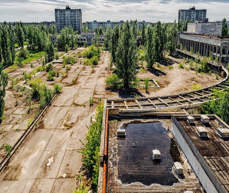 """Площадь перед ДК """"Энергетик"""" летом"""
