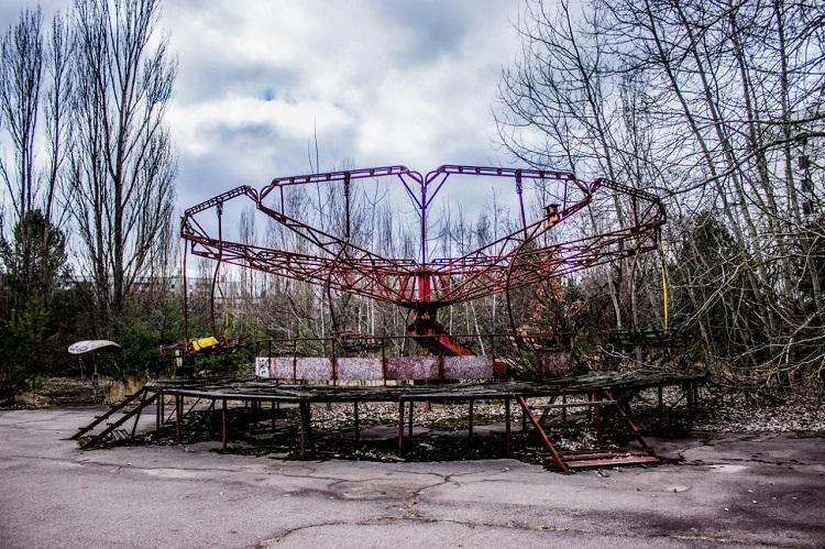 Карусель в парке развлечений Припяти