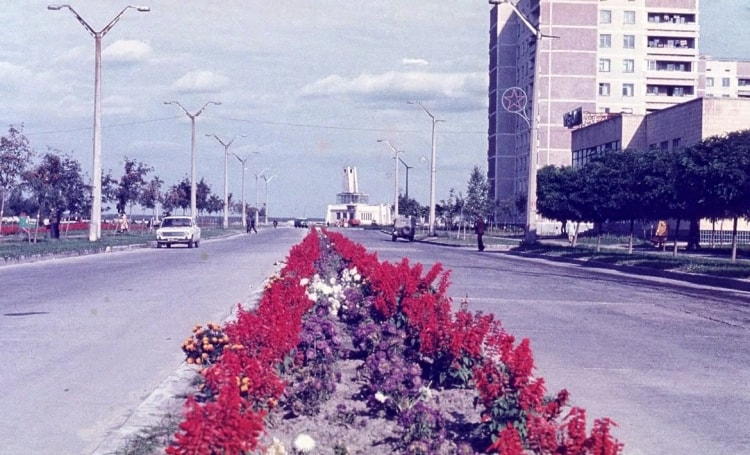 Цветущий проспект в Припяти