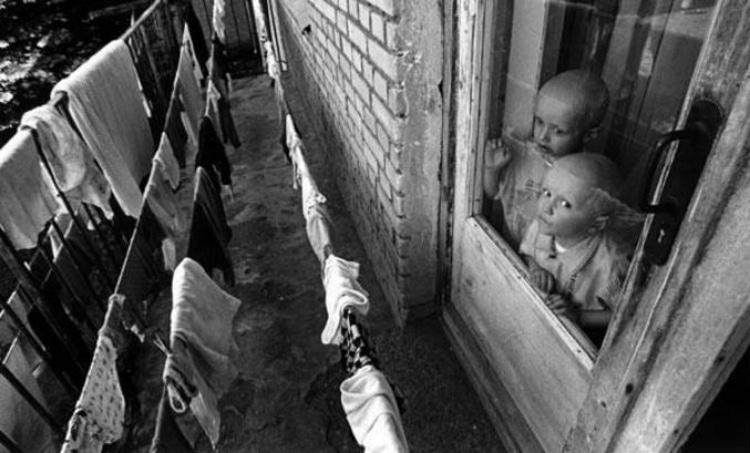 Фото детей Чернобыля в окне