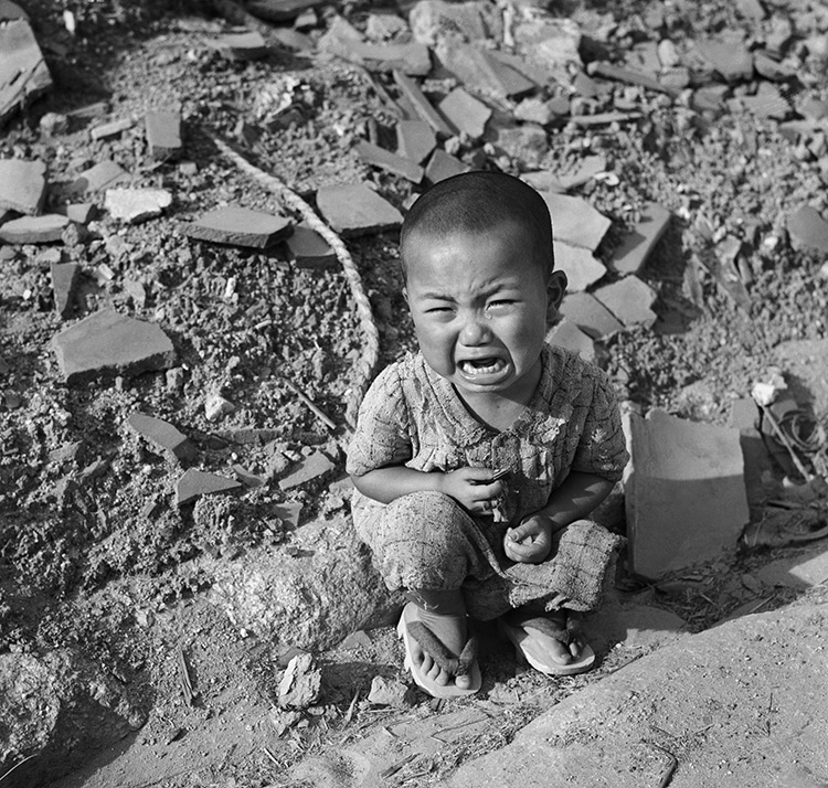 the nuclear desolation and its effects on the town the people and the world depicted in hiroshima a