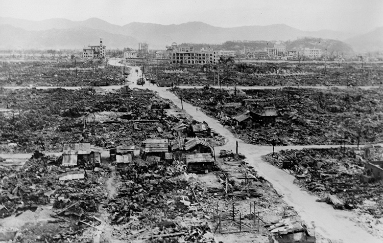 hiroshima outline The decision of the united states to drop the atomic bombs on hiroshima and nagasaki in the last year of the second world war remains up.