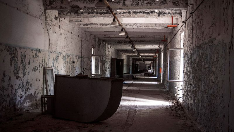 Photo of the room leading to the 4 reactor